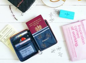 QUILTED PASSPORT red